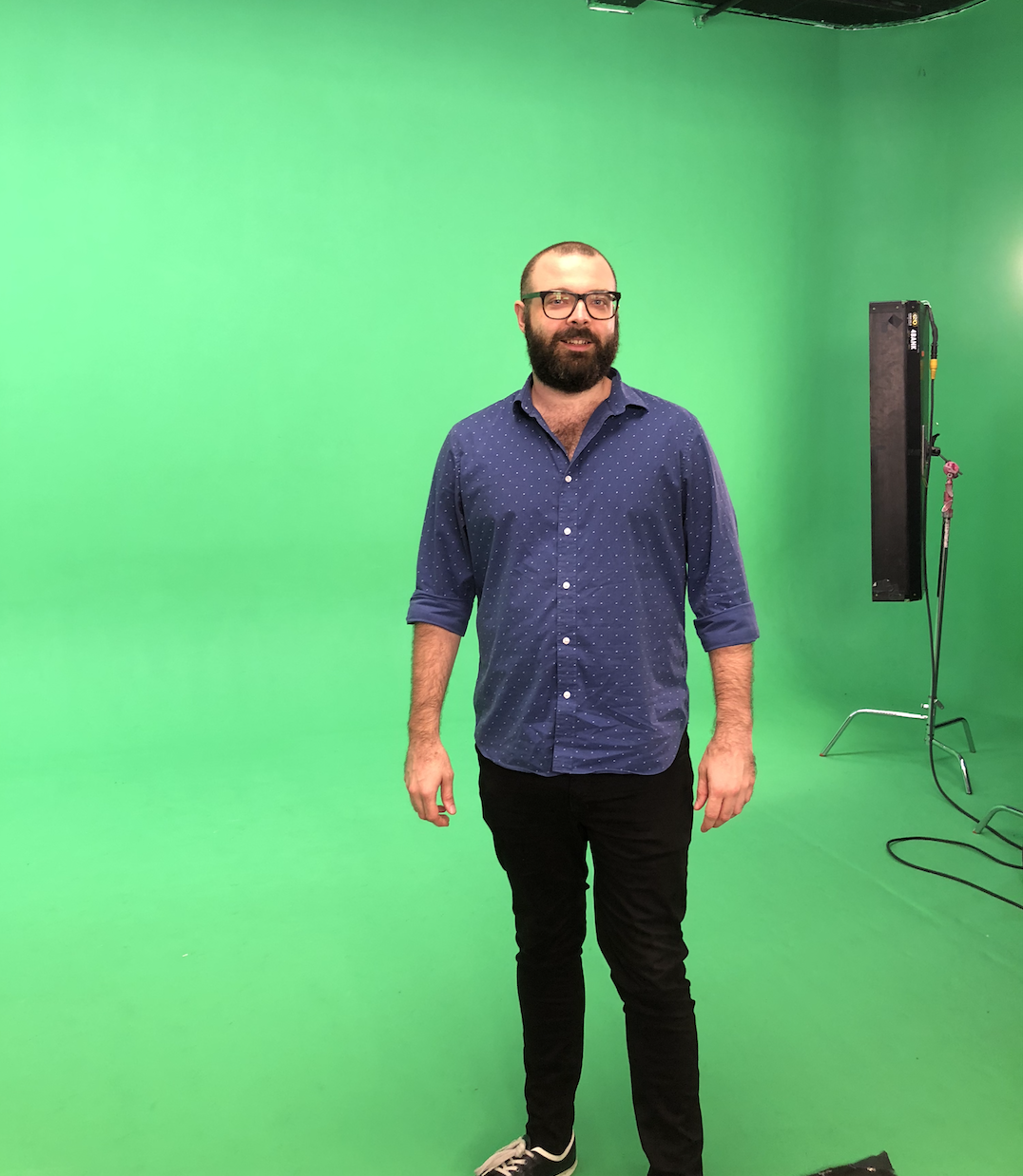Hugo in front of green screen